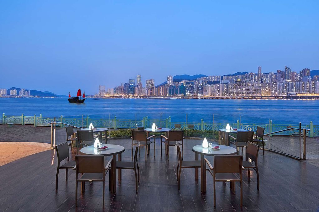 waterfront-bar-terrace
